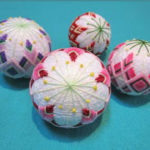 TALLER DE TEMARI – Esfera decorativa bordada – NATSUKO KYOGURO