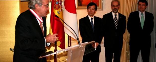 Ignacio Berdugo, galardonado por el Gobierno Japonés con la condecoración 'Orden del Sol Naciente. Estrella de oro y plata'